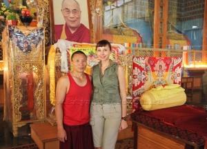 С монахом